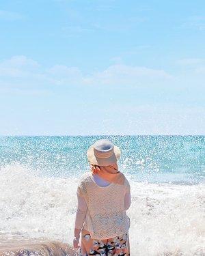 Kangen banget gak sih ama debur ombak? 🌊 - #ClozetteID #hijab #DiaryTravelingHilda #Bali #Jimbaran #privatebeach #wonderfulindonesia #explorebali #wonderfulbali #solotraveling #traveling #travelgram #hiddengem #pantaitegalwangi