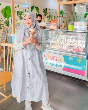 Ice cream chillin' chillin' ice cream chillin' 🍦.#ClozetteID #hijab #OOTD #ootdhijab #letsgogelatosurabaya #letsgogelato #icecream #hijabOOTDindo