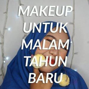 Besok udah malem tahun baru aja ternyata. .. READY OR NOT? 🥳.Makeup ini sungguh paripurna untuk menghabiskan malam tahun baru, baik untuk gelendotan bersama pasangan, bakar sosis dan jagung bareng kawan, sampe parade terompet yang mungkin sudah dicicipi abang penjual duluan. 😌.#ClozetteID #beauty #beautygram #DiaryBeautyHilda #HildaIkkaDandan #makeuptutorial #makeuptahunbaru #happynewyear #tampilcantik #naturalmakeup #indobeautyvlogger #beautybloggerIndonesia #beautiesquad