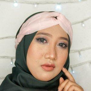 Wake up and make up! It's weekend alreadyyyy! Yay! 🤩 - Eyes: Emina Pop Rouge Eyeshadow Lips: Pixy Matte Lipcream - Glam Coral - Apa rencanamu weekend ini? 😙 - #ClozetteID #DiaryBeautyHilda #tampilcantik #inspirasimakeup #makeupnude #Beautygram #beautybloggerIndonesia