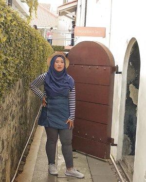 Biar babak belur dihajar realita, 'ku terus berusaha agar asaku tak terpenjara.-#DiaryHildaIkka #DiaryTravelingHilda #ClozetteID #Hijab #OOTD #TravelingOOTD #HijabOOTD #OOTDindo #hijabOOTDindo #museumfatahillah #kotatuajakarta #wisatakotatua #wisatakotatuajakarta #explorejakarta