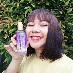 Hi! Udah nyobain @getthelookid Extraordinary Oil beluum? Kalau belum, sini aku review sedikit yaah! 🙆Nah, Loreal Extraordinary Oil Floral ini ada 3 variant, yaitu Rose, Jasmine, dan Lavender.Rose itu wanginya romantic dan elegant banget! Pasti kalian yang suka wangi ke-cewe-an banget suka sama wangi ini! 🌹Ada juga Jasmine, wanginya calming dan cocok buat kalian yang suka pakai simple style. 🌼Terus favorit aku nih, Lavender! Wanginya manis banget seperti permen dan ku suka banget! Cocok buat kalian yang playful! 🌷Yang menarik dari Loreal Extraordinary Oil Floral, ada bunga kering di dalam botolnya loh sesuai variantnya!Gimana gimana? Menarik gak? Kalian bisa dapetin semua ini cuma di @sociolla loh! Cepetan! Karena ini limited edition! 💄#lorealextraordinaryoil #lorealxsociolla #adelescence