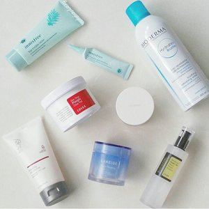 "Night time skincare routine🌛💆 I normally do double cleansing especially on days when I put on makeup. Going in with @rmsbeauty ""Raw Coconut Cream"" followed by @trilogyproducts ""Balancing Gel Cleanser"" Perfect combination!👌 And the rest are listed below in order 😘 . 💙COSRX One Step Pimple Clear Pad 💙Bioderma 'Hydrabio' Brume 💙COSRX Advanced Snail 96 Mucin Power Essence 💙Innisfree Bija Trouble Lotion 💙Innisfree Bija Trouble Spot Essence 💙Laneige Water Sleeping Mask . #skincare #beauty #clozetteid #koreanskincare #cosrx #innisfree #trilogy #laneige #rmsbeauty #bioderma #organic #natural #greenbeauty #organicskincare #healthyskin #loveyourskin #sleepingmask #snailessence #instabeauty #igbeauty #beautyaddict #beautyjunkie #beautylover #beautyenthusiast #beautyblogger #beautycommunity"