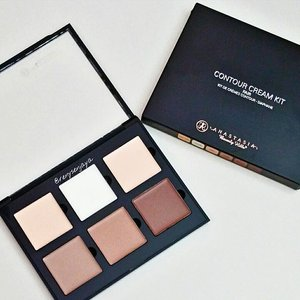 The only contour palette fair enough for me I think and it's cream! Great highlighting and bronzing shades too😘  #anastasiabeverlyhills #makeup #beauty #clozetteid #contourkit #contourpalette #contourandhighlight #haul #makeuphaul #beautyhaul #makeupaddict #makeupcollection #makeupmess #makeupjunkie #makeuplover #makeuporn #flatlay #instabeauty #instamakeup #igbeauty #igmakeup #motd #makeupoftheday