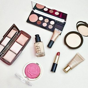 Weekend makeup situation 😘 #esteelauder #hourglass #hourglasscosmetics #becca #beccacosmetics #milani #milanicosmetics #nars #narsissist #narscosmetics #inika #inikacosmetics #clarins #makeup #makeupmess #makeupcollection #weekend #motd #makeupaddict #makeupjunkie #makeuplover #makeupobsessed #makeupporn #beauty #clozetteid #instabeauty #instamakeup #igbeauty #igmakeup #flatlay