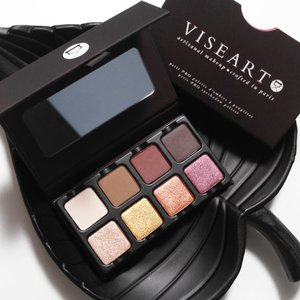 My first ever palette from @viseart and it is just stunning! 😆❤.I've been loving quite a bit of eyeshadow palettes recently, but I wasn't planning to go crazy and buy all the palettes out there 😉 What's the odd of finishing an eyeshadow palette? Not a chance, so I definitely do not need a 12 nor a 16 colours eyeshadow palette, do I?.I've heard a lot of great things about this brand and decided to get one of them 😘 However, due to their hefty price tag, I only got their Petit Pro Palette and I totally understand all the hypes surrounding this brand 👍.This is an 8-shade eyeshadow palette, which consists of warm matte and shimmery shades.All the shades are really rich in pigmentation, buttery and definitely no fall out 👌 Although this palette may not look much in size but each pan is big enough for me to dip and swirl my brush around, and will certainly last me for quite some time 🤓  Definitely the best purchase of 2017 😚