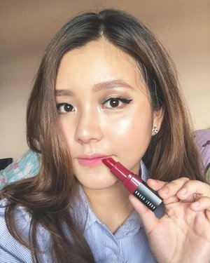 "Hi long time no selfie🙉 I have been obsessed with ombré lips 👄 and one of my favorite products is @bobbibrownid crushed lip color on shade ""grenadine"".The nourishing lipsticks feel nice and are very, very comfortable!! You can use this lipstick from day(ombre or just tap) to night(full lips) makeup look!!...#bobbibrownXfannyblackrose #aphroditesXbobbibrown #bobbibrownid #clozetteid #sbybeautyblogger"