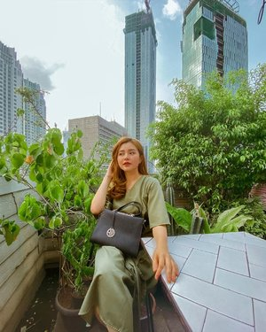 We sat in silence, letting the green in the air heal what it could🍃 . . . . . #throwback #green #backtonature #jakartaspot #jakartahits #centraljakarta #ootd #clozetteid #photography #instadaily #weekendvibes #tgif