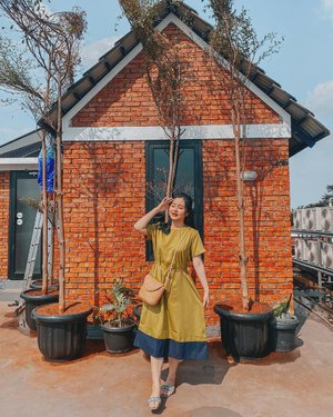 It's better to be happy doing something you love, even if you don't find success right away✨I honestly think it is better to be a failure at something you love than to be a success at something you hate. – George Burns.....#jakarta #jakartahits #jaksel #rumanamiresidence #spotjakarta #sky #photography #photooftheday #vintagestyle #sunshine #summervibes #summer #clozetteid