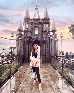 He's not your prince charming if he doesn't make sure you know that you're his princess🏰 . . . . what an attractive place @dagobakerypunclut #dago #dagobakerypunclut #dagobakery #bandung #explorebandung #vielholiday #clozetteid #vacation #weekendvibes