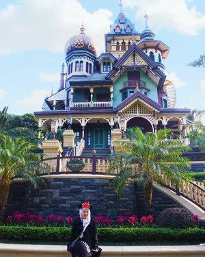 Masih Belajar 😁  #CellaHongKongTrip #CellaJalanJajan #Travel #HongKong #HongKongTrip #Disneyland #TheDreamyTravels #WomanTraveler #Traveling #TravelBlogger #InstaTravel #TravelGram #DisneylandHongKong #ToyStory #Andy #Clozetteid #DareToShare
