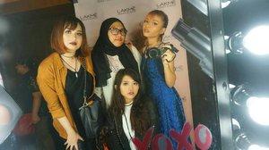 Last night, attending #LAKMEPARTY With my lovely girl at Hotel Indonesia Kempinski💕💕 *Btw foto yang di red carpet mana yak, diem-diem aja @yaelahbro 😂 * . . #clozetteid #lakmeglam #lakmemakeup #lakmeparty #bloggerid #vloggerid #bvloggerid #beautyblogger