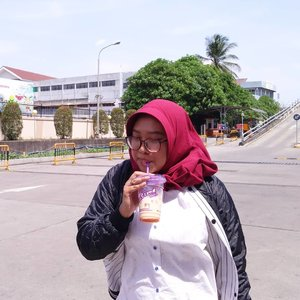 Anak chatime banget gue 😂 (� Tropical milk tea @chatimeindo) 📷 @nikyputri0809...#clozetteid #loopsquad2018 #chatimeindo #chatime #drink #ootd #instatoday #instadaily #helloinsta #tapforlike #likeforlike #follow4follow #followme #igers #jakarta #indonesia