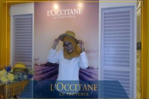 Heyhooo beautiess~ Let's coming and join #LOccitaneID campaign, who excited? Me 🙋🙋. Help us reach 10.000 Euro! Every instagram post you have donated 5 Euro to fight avoidable blindness, let them see the world 🌎 . How? Come to Kota Kasablanka (25 - 29 oct 2017), search loccitane booth at fashion atrium, take a pict there then upload your photo on instagram don't forget to use the hashtag #UnionForVision #CareForSight #LoccitaneID, DONE!! So simply to do, right? Your post can save them 😚 So, let's coming and join the campaign.. See you 😘😘 . . #UnionForVision #CareForSight #LoccitaneID #CosmoXLoccitane #CosmoIndonesia #Loccitane #campaign #beauty #clozetteid #journey #provence #jakarta #indonesia