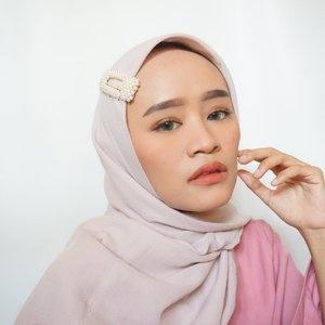 Udah liat makeup tutorial ini belum? kalau belum cuss di liat, karena makeup yang aku pakai disini harganya sangat bersahabat di dompet teman-teman 🥰...#clozetteid