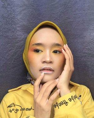- Orange Makeup look 🍊-Belum sempet bikin makeup video tutorial lagi, tapi setidaknya bisa post makeup look lagi. Hehe...#makeup #orange #yellow #makeuplook #clozetteid