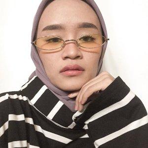 Halo semua!!Jangan lupa bahagia, bahagia itu kunci utama dalam hidup kita, heheeHappy Friday and Selamat menunaikan ibadah puasa 😘💕...#hijabers_indonesia #hijabstyle #hijabersindonesia #hijabers #freshmakeup #clozetteid #hijabfashion