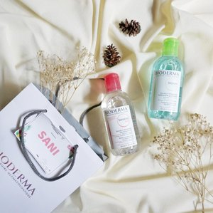 """""""But skincare first..""""Sadar akan pentingnya skincare karena aset aku adalah wajah, akhirnya aku merubah kebiasaanku yang dulu mencintai makeup kini mencintai skincare karena memang benar-benar merasakan perubahan yang signifikan di kulit wajah semenjak mencintai skincare 💫...Baca review tentang kedua produk Bioderma ini yuk. Produk yang banyak di hype para Beauty V/Blogger ini memang micellar water kecintaan aku dari dulu ❤️@bioderma_indonesia @bandungbeautyblogger #FreeYourSkin #BiodermaIndonesia #NaosIndonesia #BdgBB ##Bdgbb2ndAnniv #amskincareroutine #pmskincareroutine #skincareroutine #skincareaddict #skincarejunkie #abbeatthealgorithm #abcommunity #rasianskincare #beautycounter #skincareroutine #skincarejunkie #iloveskincare #skincareblogger #skincarecommunity #skincareblog #beautycommunity #skincare365 #skincaredaily #clozetteid"""