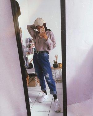 Sweater di padukan dengan Jeans memang sudah jadi trend dari dulu ya kan? Disini aku pakai Boyfeiend Jeans di Mix dengan sweater warna abu pakai topi agar tidak kelihatan monoton 👌🏻...#ootdlook #vintagestyle #80sfashion #70sfashion #90sfashion #welovefashion #hijabstyle #hijabootd #clozetteid
