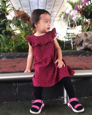 Anak gadis yg sudah genap 20 bulan beginilah gayanya 😍😍😍 #azkadinakaylainsani #20monthsold #babygirl#temanhidup #temancurhatumma#clozetteid