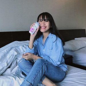 Aku si anak yang mudah bahagia. Nyobain body wash Bright Series terbaru dari @id.biore aja aku bahagia. Karena produk ini merupakan produk pertama di Indonesia yang mengandung Japan Bright Micellar dan Hyaluronic Acid. Formulanya dapat mencerahkan, membersihkan secara mendalam, dan menjaga kelembapan kulit tubuh kita. Biore Bright Series ini memiliki 3 varian yaitu Freshen Up Matcha, White Scrub, & yang paling ku suka Lovely Sakura (wanginya lembut tapi tetep segar). 🌸🌸�✨ #BioreBrightxClozetteID #KireiBrightSkin #CerahKenyalBercahaya #ClozetteID
