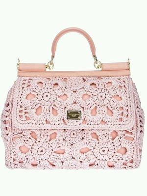 D&G Crochet Bag. I wish I coukd have one, so pretty, isn't it? 😁