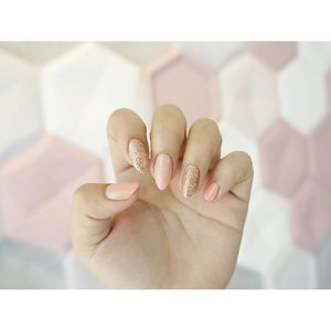 Rose Gold suit me well I think 😍? Nail treatment on @wonderbellebeauty , they have 50% off till the end of September and anw, before you go there, better read my review on tiaranab.com or link on bio! ..#tiaranabbeautyreport #supportlokal nosponsored #makeup #beauty #beautyblogger #indonesiabeautyblogger #indobeautygram #bblogger #asianblogger #muotdindo #like #like4like #follow #instabeauty #followforfollow #likeforlike #makeupindonesia #instafashion #fashion #clozetteid #l4l #like #follow #ibb #f4f #indonesianbeautyblogger #nails #rosegoldnail