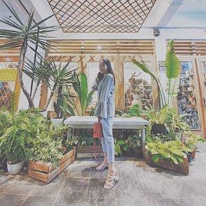 昨天很好 · 今天更好 💖🎉 • btw my heels is from @beautegasm.id 😘 #theswaggieunicornendorsement • • • • • #wearetothe9s @wearetothe9s #ootdmagazine @ootdmagazine #fashionpost #ootd #fashioninfluencer #vlogger #minimalism #clozetteid #패션 #fashion #instafashion #streetstyle #instaootd #fashionpeople #blogger #패션모델 #블로거 #스트리트스타일 #스트리트패션 #스트릿패션 #스트릿룩 #스트릿스타일 #패션블로거 #houseofhur @houseofhur