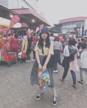 A day full of snacks hunting 🎉🌈💖 oh and Happy Belated Birthday dear Jakarta 🌹😌 #PRJ #TheSwaggieUnicorn • • • • #ootdmagazine @ootdmagazine #cgstreetstyle @cosmogirl_ind #ggrep #ggrepstyle @gogirlmagz #wearetothe9s @wearetothe9s  #fashionpost #ootd #fashioninfluencer #vlogger #minimalism #clozetteid #패션 #fashion #instafashion #streetstyle #instaootd #fashionpeople #blogger #패션모델 #블로거 #스트리트스타일 #스트리트패션 #스트릿패션 #스트릿룩 #스트릿스타일 #패션블로거