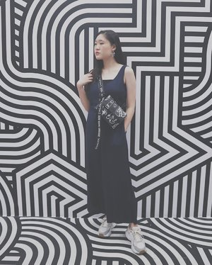 Don't forget you're human too • It's okay to have a meltdown 🖤 #motomoto #motomotofriends @motomotoid_ #TheSwaggieUnicorn • • • • #ootdmagazine @ootdmagazine #cgstreetstyle @cosmogirl_ind #ggrep #ggrepstyle @gogirlmagz #wearetothe9s @wearetothe9s  #fashionpost #ootd #fashioninfluencer #vlogger #minimalism #clozetteid #패션 #fashion #instafashion #streetstyle #instaootd #fashionpeople #blogger #패션모델 #블로거 #스트리트스타일 #스트리트패션 #스트릿패션 #스트릿룩 #스트릿스타일 #패션블로거