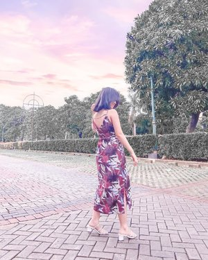 Cotton Candy Sky, Burgundy Slip Dress and  a lot of twirls.....That's all the things to make the shot looks good. And of course some behind the scenes where i directed my sis to crouched  down💁‍♀️......#clozetteid #itselvinaaootd #shoxsquad #ootd #ootdinspiration #ootdinspo