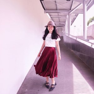 You couldn't not swing in this skirt 🙌❤️ - Skirt and shirt by @pomelofashion  #trypomelo #pomelocny #itsElvinaaOOTD #clozetteid #clozette #theshonetinsiders