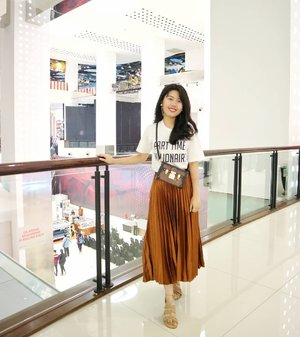 Part time millionaire 💃✨ . . Wearing @pomelofashion skirt #IAmPomelo