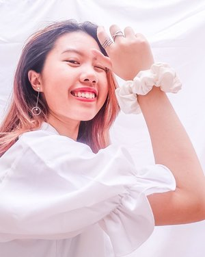 I truly believe better days are coming ❤️ Wearing @shopatralyka top with @kamalaindonesia earrings and @foyyastudio Scrunchies ✨. All from #sekotakcinta project with @folkaland #bersamalokal . . .  #itselvinaaootd #clozetteid #ootdfashion #ootdinspiration #ootdindonesia #lookbookindonesia #shoxsquad #theshonetinsiders #theshonet