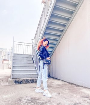 Leather jacket and ripped jeans kinda day 🌵💫 . . . Tap for outfit details ✨ . . . .  #itselvinaaootd #clozetteid #ootdfashion #ootdinspiration #ootdindonesia #lookbookindonesia #shoxsquad #theshonetinsiders #theshonet