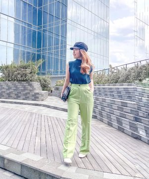 One of the last picture of me with semi blonde hair in 2020. An ootd taken by my dad lol. Definitely an A+ for the effort in taking my photos. Should ask him for more of this in the future. . . . . Tap for outfit details !