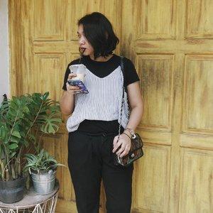 Messy hair don't care! ⠀⠀⠀⠀⠀⠀⠀⠀⠀⠀⠀⠀ . . . . . #instadaily #livethelittlethings #abmhappylife #petitejoys #thatsdarling #darlingmovement #pursuepretty #thehappynow #theeverydayproject #flashesofdelight #lifestyleblogger  #lifestyleblog #thegirlgang #stylediaries #wiw #currentlywearing #ggrep #ootd #ootdid #fashionbloggerindonesia #ootdindonesia #whatiwear #whatiwore #ootdmagazine #outfit #clozetteid #ootdasian #ootdindokece