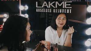 This Marble Eyebrow Kit from @lakmemakeup x @anggierassly collaboration is a very much needed eyebrow kit! Now it's easier to create a natural eyebrow. It also comes in two shades, brown and gray marble. Love it! —#lakmexanggierassly #byebyebadbrows #marbleousbrows #stylingtrendsetters #clozetteid