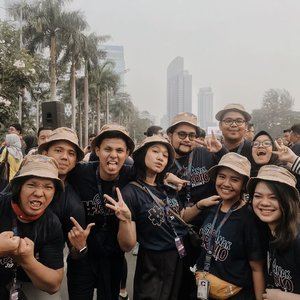 """I cannot describe how much fun and lucky I am to be surrounded by good vibes, good talent, and crazy fun people on this top 100 #gueanakradio2. and of course with how much fun the mentors are!.I feel like Im in my true element with this bunch. Its been a long time since I got crazy and """"pecicilan"""" and having fun at the same time..Good luck to all of us! Siapa looo? Gue anak radio! 🥳 -#clozetteid"""