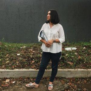 Eid Al Fitr Day #2. wearing raya top #aleenlook . . . .  #instadaily #livethelittlethings #abmhappylife #petitejoys #thatsdarling #darlingmovement #pursuepretty #thehappynow #theeverydayproject #flashesofdelight #lifestyleblogger  #lifestyleblog #thegirlgang #stylediaries #wiw #currentlywearing #ggrep #ootd #ootdid #fashionbloggerindonesia #ootdindonesia #whatiwear #whatiwore #ootdmagazine #outfit #clozetteid