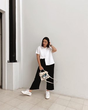 Back to my monochrome for a while; have a good start of the week semuanya. Stay healthy 🤍 - #CellisWearing #ClozetteID