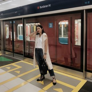 I have so many talks with my sister years ago that we wish someday we can dress up and look good while commuting but still comfortable and feel safe enough and not get any kind of cat-calling from abang2 (you know) - Now, we all can. Still cannot believe we have our own MRT in Jakarta. ✨ - #celliswearing  #clozetteid  #mrtjakarta