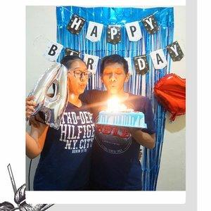 14 Juli 2019 Happy Birthday Bang Anto, merasa lebih istimewah karena sudah naik pangkat ngerayain ulang tahun pertama kali sebagai Suami yah 💕. Next Year sebagai apaaa yaaahh ??? 😁Banyak Drama dan Cerita Dibalik layar dari Perayaan sederhana ulang tahun kamu, di tutup dengan KASIH KRISTUS .Semoga kamu Happy dengan semua yang sudah aku persiapkan yah sayang. Celamat ulang tahun teman sekamarku, teman kerjaku, teman makan, teman nonton bioskop, temen pelayanan, temen belanja, temen seperjuangan, temen debat, temen berantem, temen kuliner, temen pecinta mie, dan temen seumur idup .. assik asiikk .....#YangEmbloJanganBaperYaks #BirthdayBoy#ThankYouJesus#MyHYS#YossiStorie#Birthday#Quotes#ChristIsEnoughForMe #ootd #ootn #outfitoftheday#Instastyle #todayimwearing #fashion#style #styleiswhat #streetstyle#madewell #theeverygirl#everydaymadewell #fashioninsta#fashiondaily #fashionaddict#fbloggers #fashionblogger#styleblogger #lifestyleblog#bloggerstyle #beauty #ClozetteID