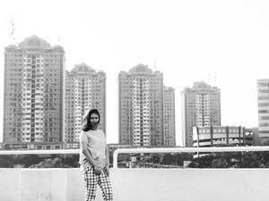 Say hai to JAKARTA 🏢☀🏁 Photo by @yuliusharyanto  #nikon_photography_ #NikonIndonesia #Bw #ClozetteID #black #BlackandWhite #instapicture