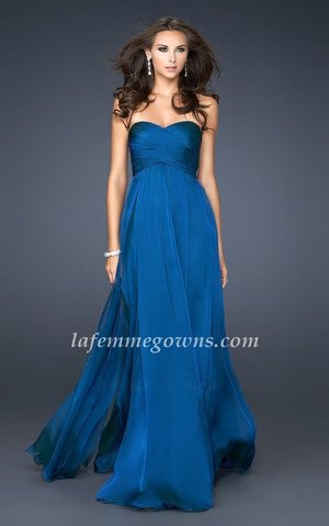 The dress is made of flowing Poly Chiffon! You'll look like a Hollywood Celeb who just stepped off of the red carpet in this long flowing gown. The subtle sweetheart neckline is not only timeless, but very in this Homecoming season! The criss crossed bodice is flattering and shows off your womanly figure! Wear this to Prom, the Military Ball or a wedding-guest or bride! This dress is simple and elegant and perfect if you're the accessory queen! Size: Standard Size or Custom Made SizeClosure: ZipperDetails: Criss Crossing Ruched Bust,A-line skirtFabric: Chiffon Length: Floor LengthNeckline: Strapless Sweetheart Waistline: Empire WaistColor: BlueTag: A-line, Strapless, Blue, Long, Prom Dresses