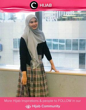 Less than 350k office look by Clozetter @5andranova. Asal nggak malu untuk memakai baju unbranded, kamu bisa kok hemat dan tetap stylish. Simak inspirasi gaya Hijab dari para Clozetters hari ini di Hijab Community. Yuk, share juga gaya hijab andalan kamu.
