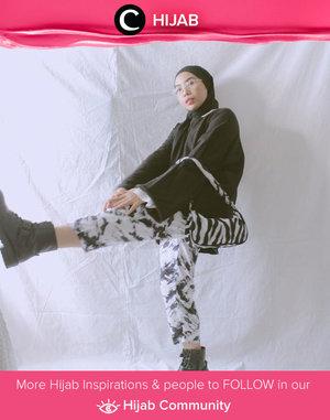 Kick the Monday blues away with black-dominated outfit like Clozette Ambassador @Ladyulia. Simak inspirasi gaya Hijab dari para Clozetters hari ini di Hijab Community. Yuk, share juga gaya hijab andalan kamu.