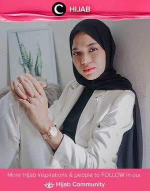 Add a hint of fresh color on your black and white look, just like what Clozetter @cicidesri did with her coral lips. Simak inspirasi gaya Hijab dari para Clozetters hari ini di Hijab Community. Yuk, share juga gaya hijab andalan kamu.