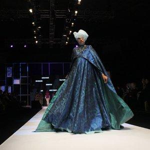 Pagi tadi, Muslim Fashion Festival 2018 telah resmi diselenggarakan.Pada Opening Ceremony yang berlangsung pada jam 10 pagi, @muslimfashionfestival mendatangkan orang nomor 1 di Indonesia, Bapak @jokowi yang memberikan sambutan serta membuka acara dengan simbolis penabuhan gendang..Bukan hanya pergelaran busana dari para desainer busana muslim ternama, @muslimfashionfestival juga menghadirkan banyak tenant untuk modest fashion yang beragam pada pameran dagang yang berada di JCC..Yuk, kunjungi Muslim Fashion Festival 2018!.#clozetteid