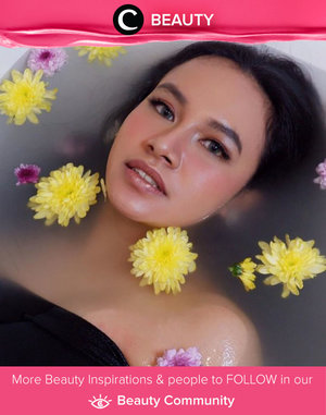 Welcoming Monday by taking relaxing flower bath like Clozette Ambassador @Btariskr. Simak Beauty Update ala clozetters lainnya hari ini di Beauty Community. Yuk, share produk favorit dan makeup look kamu bersama Clozette.